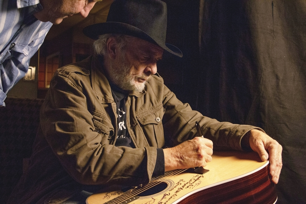 Merle_Haggard_w_Dayton_Duncan_Dec2014_3_photo_by_Jared_Ames_edit.jpg