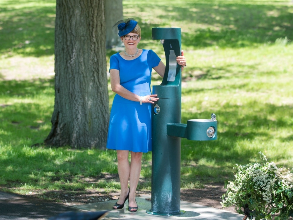 Pamela_Messenger_and_a_new_water_fountain_at_Franklin_Pak_funded_from_Party_in_the_Park_luncheon